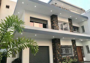 R plus 1 villa à louer au point E