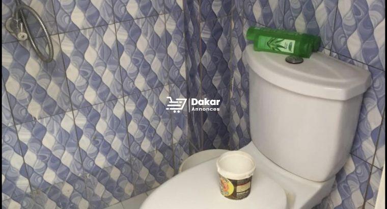 Une chambre toilette à louer