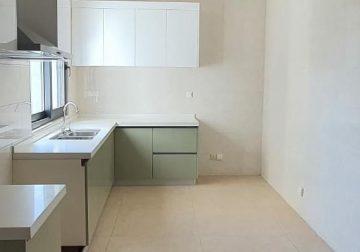Appartement en bordure de route à louer à Mermoz