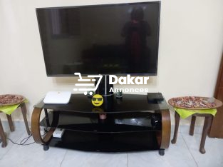 Smart Tv LG 42 pouces + Meuble en verre assorti ( Etat impeccable)